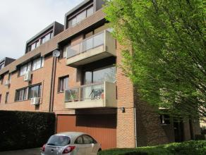 Bel appartement duplex situé au calme dans un petit immeuble avec ascenseur, comprenant au 2ème étage: hall d'entrée avec