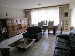 Appartement spacieux (1er étage) avec ascenseur et jolie vue dégagé situé dans le centre de Strombeek-Bever, comprenant: H