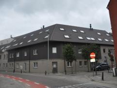 Recent, modern 2-slaapkamerappartement (103 m²)  (bj 2008) met terras, car-port en vuilnisberging, gelegen op de 1ste verdieping. Vlakbij het cen