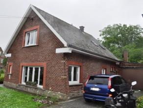 Zeer rustig gelegen instapklare villa met garage, voortuin, tuin, oprit en garage op  05 are 07 ca. De woning bestaat op de gelijkvloerse verdieping u
