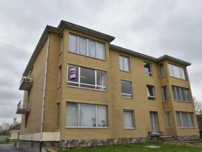Op te frissen 3-slaapkamerappartement (98 m²) bj. 1971 met 2 terrassen (3 en 4 m²), garage (16 m²) en kelder/berging (8,5 m²). Het
