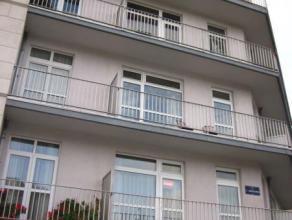 Dans un quartier très recherché de Laeken, à proximité de l'école Asumpta, au premier étage d'un petit immeu