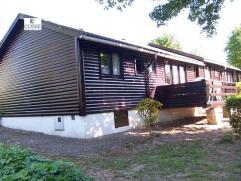 Un chalet de vacances dans le parc de la Boverie Comprenant : living, cuisine équipée, hall nuit, 2 chambres, salle de bain, terrasse Da