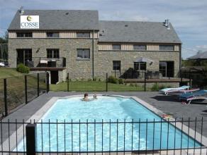 Une maison d?habitation avec piscine et vue imprenable sur la vallée. Comprenant : Sous-sols : garage, buanderie, local chaufferie, 2 salles de