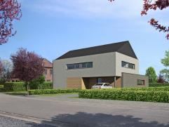 """Dorpsvilla 3a wordt gebouwd aan de Boomgaardstraat en maakt deel uit van het nieuwe project """"Binnenhof"""" in Hoeselt. Deze halfopen woning is ruim. De l"""
