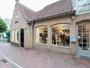 Winkelruimte in de Zilversteeg op zeer commerciële ligging, momenteel uitgebaat als klerenwinkel maar wegens verhuis opnieuw te huur zonder overn