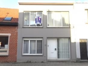 Ruime woning met 3 SK, tuintje, veel lichtinval in het centrum van Wommelgem! GV: grote inkomhal met apart toilet en handenwasser (mooi gerenoveerd),