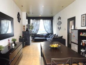OPEN HUIS 14 MAART: 11u-12u! Ruime woning met 6 slaapkamers, dakterras, kelder en klein koertje! GV: Woonkamer (ca. 40m²) met open keuken (ca. 15