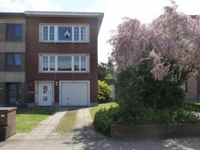 Ruime te renoveren woning (ca.211m²) met 3 slaapkamers (4 mogelijk), garage en Zuid-tuin (ca. 355m²) op een zeer goede locatie! GV: Inkomhal