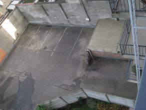 """Autostandplaats nummer """"5"""" in open lucht achter het gebouw nr 165-167"""