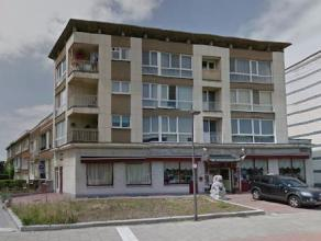 Goed onderhouden en recent gerenoveerd 2-slaapkamer appartement (77 m2) met terras op de tweede verdieping. Veel lichtinval en met aangenaam zicht op