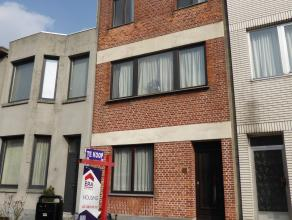 RENOVATIEPROJECT - Woning met te renoveren GLVL studio (53m2) en duplex (102m2) - Ideaal voor renovatie of om te splitsen Gelijkvloers: Ruime leefruim