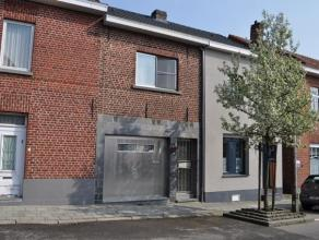 Grotendeels gerenoveerde rijwoning in Korbeek-Lo. Indeling: inkomhal, garage/fietsenstalling, grote leefruimte met zithoek, eetplaats en kelderluik, g