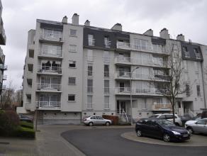 Zeer goed gelegen gelijkvloers appartement, vlakbij het provinciaal domein van Kessel-Lo. Indeling: Inkomhal met vestiaire (maatkast), gastentoilet, g