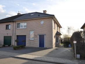 Moderne woning te Kessel-Lo. Indeling: op het gelijkvloers hebben we een inkomhal, een leefruimte met zithoek en eetplaats, een ruime keuken (voorzien