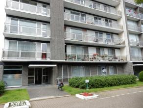 Tof gelijkvloersappartement met twee slaapkamers Dit zeer centraal gelegen, instapklaar appartement is beschikbaar vanaf 1 oktober 2016. Indeling: ink