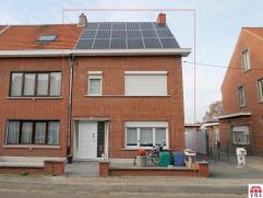 Structureel gerenoveerde woning te Beveren. De centrale ligging, de dubbele beglazing (PVC), de 18 zonnepanelen met certificaten (op 16 jaar 20.000 op