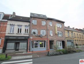 Goed gelegen, recent en instapklaar winkel/kantoorpand te Sint-Niklaas. De moderne verlichting en verwarmingsinstallatie, de mogelijkheid tot ombouwen