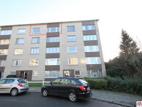 Gerenoveerd en ruim 2-slaapkamer dakappartement te Sint-Niklaas. De recente totaalrenovatie (2012), de centrale en rustige ligging, de mogelijkheid to
