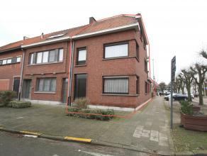 Uitstekend gelegen instapklare, ruime halfopen bebouwing met garage en stadstuin/koer op wandelafstand van het centrum van Beveren! Ind:GLV: Inkomhal