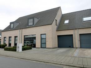 Recente (2003) luxueuze woning met garage te Beveren (perceel: 285m²). De centrale ligging, de 23 zonnepanelen, het uitstekende EPC (147 kWh/m&su
