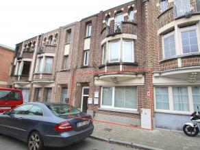 Uitstekend gelegen en gerenoveerd gelijkvloers appartement met 1 slaapkamer en stadstuin nabij het station Sint-Niklaas.De goede ligging nabij het cen