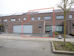 Centraal gelegen, recente (2009) en instapklare woning met garage gelegen in Temse op de Zaat. IND: GLV: inkomhal, wc, grote en lichtrijke living(34m&