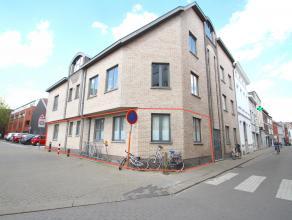 Uitstekend gelegen instapklaar appartement op het gelijkvloers met 2 slaapkamers en veel lichtinval te Sint-Niklaas.De goede ligging te Sint-Niklaas n