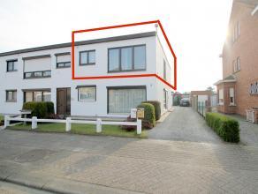 Uitstekend gelegen, instapklaar, 2 slaapkamer appartement met garage in Sint-Niklaas.De gunstige ligging, de lichtrijke leefruimte en de garage zijn s