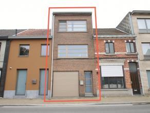Ruime instapklare woning met inpandige garage op een perceel van 130m² te Sint-Niklaas. IND: GLV: inkom, inpandige garage(24m²) met automati