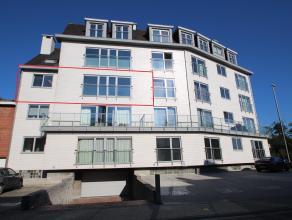Goed gelegen, ruim volledig vernieuwd appartement met 2 ruime slaapkamers. Indeling: GLV: Gemeensch. inkomhal met lift en toegang tot kelderverdieping