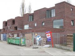 Moderne, halfopen bebouwing (perceel: 496m²) in een residentiële woonwijk te Wachtebeke. De afwerking naar keuze, de carport en de residenti