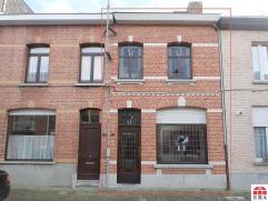 Uitstekend gelegen, instapklare woning met ruime tuin in centrum Sint-Niklaas. De volledig vernieuwde en goedgekeurde elektriciteit, de vernieuwde hoo