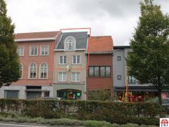 Uitstekend gelegen, stijlvol duplexappartement in het centrum van Sint-Niklaas. De goede afwerking, de centrale ligging (nabij openbaar vervoer, schol