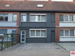 Gerenoveerde, instapklare woning in centrum Hamme (perceel: 205m²). De gunstige ligging (nabij centrum/vlotte verbinding: N41/E17), de dubbele pa
