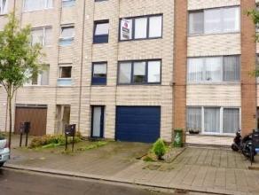 Rustig gelegen gerenoveerd appartement (ca 85m2) - 2de etage - 2 slaapkamers - inclusief garage. Indeling: inkomhal , living met laminaatvloer, open k