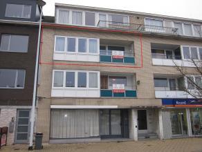 Instapklaar vernieuwd appartement. Ind: inkomhal, ruime woonkamer,ingerichte keuken, badkamer, 3 slaapkamers, terras voor- en achteraan, kelder. Lift
