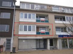 OPTIE : Instapklaar vernieuwd appartement. Ind: inkomhal, woonkamer,ingerichte keuken, badkamer, 3 slaapkamers, terras voor- en achteraan, kelder (EPC