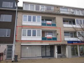 Instapklaar vernieuwd appartement. Ind: inkomhal, woonkamer,ingerichte keuken, badkamer, 3 slaapkamers, terras voor- en achteraan, kelder.