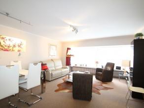 Ruim 2 slaapkamer app (101 m²) zeer centraal gelegen en aldus de ideale uitvalsbasis Ligging: Gelegen nabij het commercieel centrum van Knokke, t