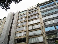 Zonnig en volledig gerenoveerd dakappartement van ca 85m² op een zeer centrale locatie op de Rubenslei met een zicht op het Stadspark. Deze locat