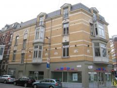 Luxueus penthouse appartement van ca 180m² gelegen op de hoek van de Mechelsesteenweg en de Sint-Jozefstraat. Het appartement geniet dan ook van