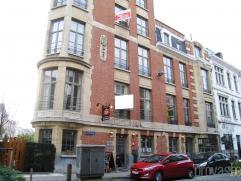 Volledig gerenoveerd en stijlvol appartement van ca 70m² gelegen in de hoogstaande Van Putlei. Het appartement geniet van een zeer vlotte bereikb