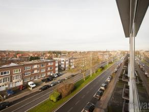 In de directe omgeving van het winkelcentrum van Mortsel en ook vlakbij de A12 en E19 vinden we dit op te frissen appartement met prachtig uitzicht.Di