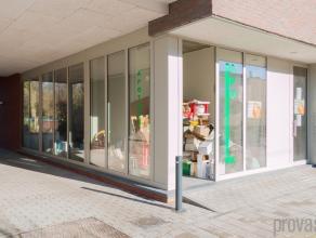 Nieuwbouw commerciële ruimte van ca 51m² in Mortsel. Het moderne gebouw springt meteen in het oog. Het gebouw voldoet dan ook aan alle stren