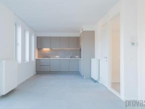 Nieuwbouw tweeslaapkamerappartement van ca 82m² in Mortsel. Het moderne gebouw springt meteen in het oog. Het gebouw voldoet dan ook aan alle str