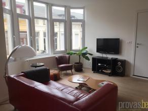 Zonnig en instapklaar gemeubeld éénslaapkamerappartement van ca 44m² op de tweede verdieping in de rustige Steenbokstraat. Deze loc