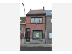 Volledig te renoveren woning in het centrum van Temse. De woning biedt vele mogelijkheden en is voorzien van een ruime zolder dat als derde slaapkamer