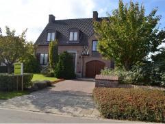 Deze bijzondere mooie en goed onderhouden woning met knappe aangelegde tuin staat te koop in een interessante omgeving. Namelijk vlakbij het centrum,