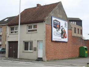 Centraal gelegen woning op de baan Sint-Niklaas-Beveren-E17 op wandelafstand van Grote Markt. Op te frissen. Vrijstaand. Drie slaapkamers, twee badkam